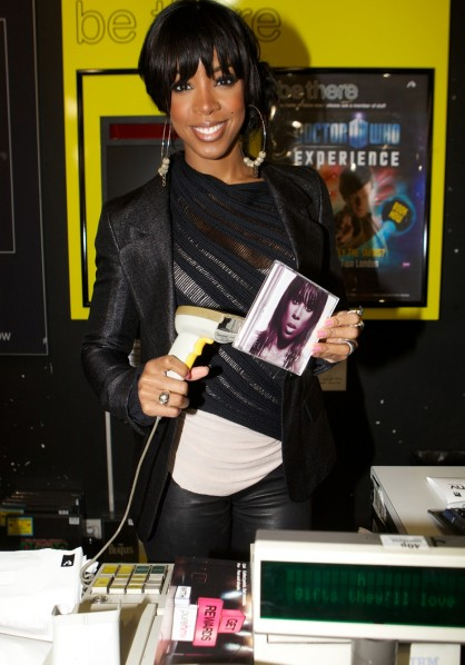 Kelly Rowland - Who I Am album signing