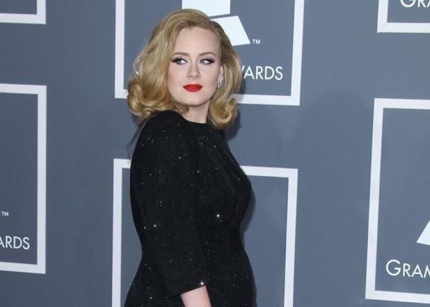 Adele bang April 2012
