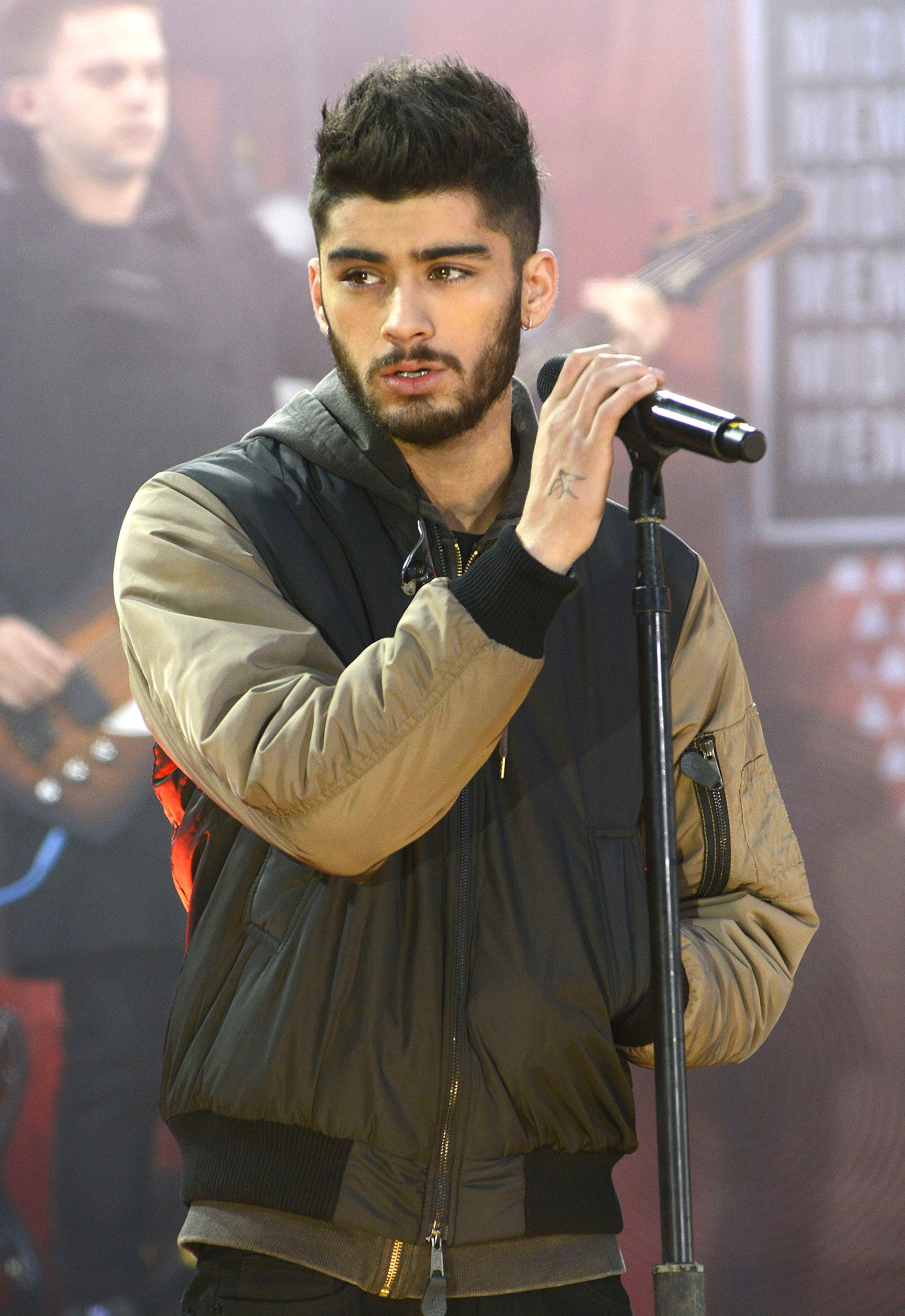 [Image: Zayn%20Malik_One%20Direction_rex_019_550x930.jpg.jpg]